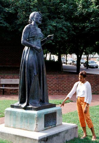 Billie Holiday - Statue