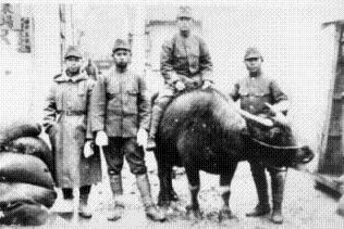 李榮春(右)攝於南京,1937年。 李鏡明/提供