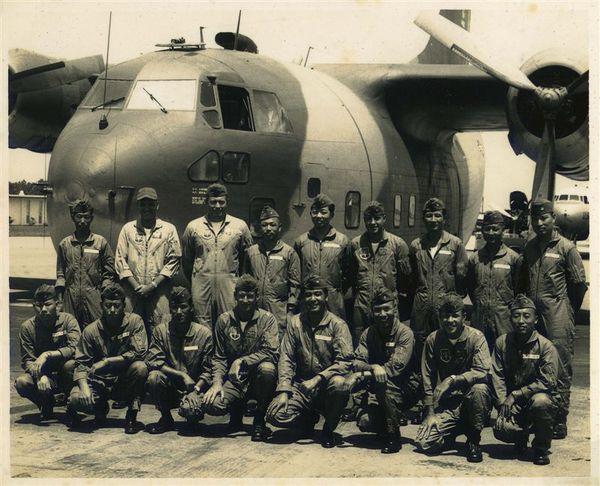 飛機與隊員合影