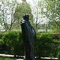Honoré de Balzac - 軀體包裹於睡袍中的「巴爾札克」雕像(1887年作)