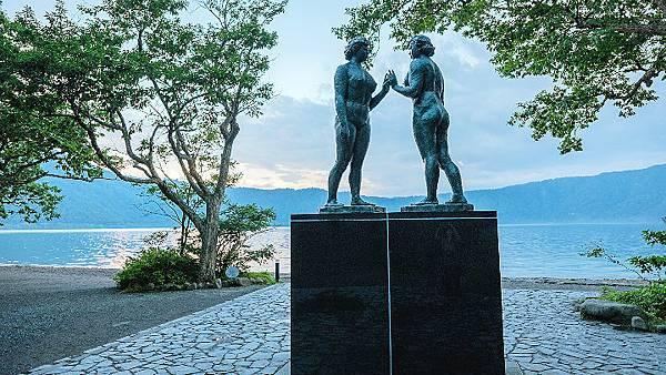位於十和田湖畔休屋的御前濱的「乙女之像」是十和田湖的標誌,雕像是著名詩人和雕刻家高村光太郎的傑作