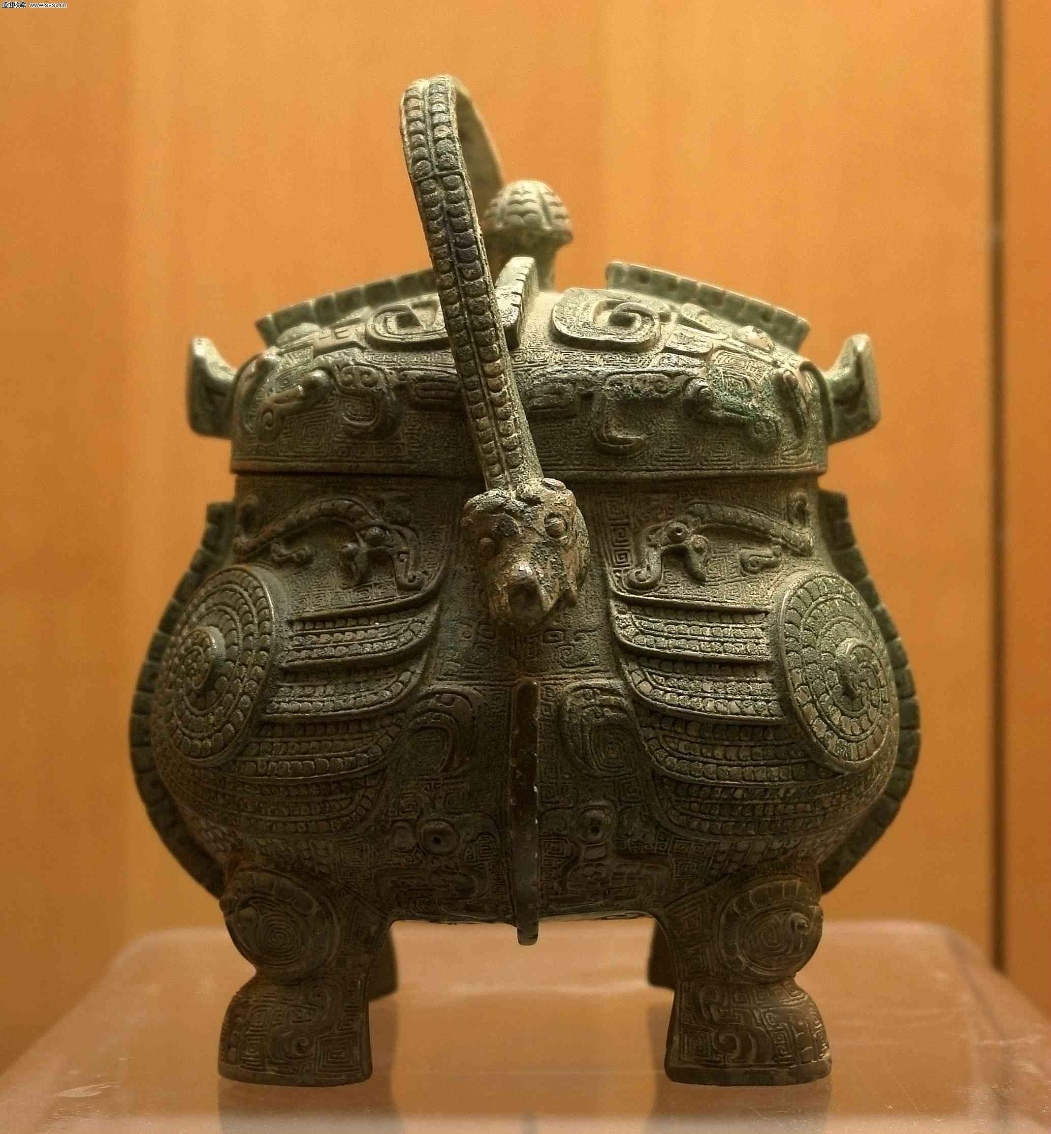 山西博物館裡頭這尊商朝青銅器鴞卣(背面)