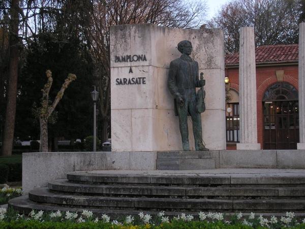 薩拉沙提雕像