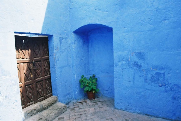 Santa Catalina blue door