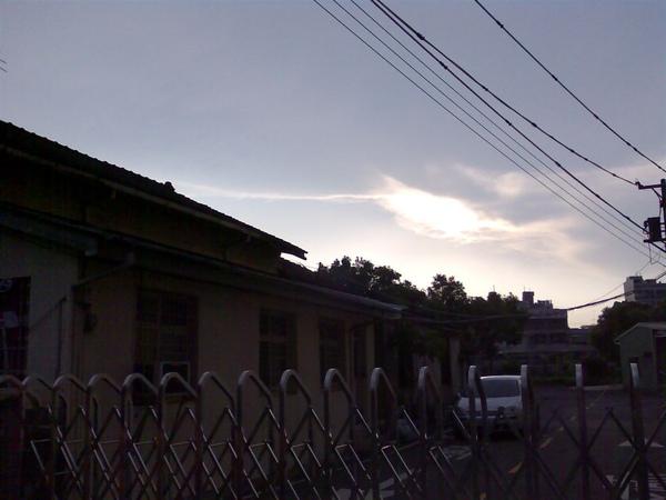 彼時黃昏,看見很美的雲光