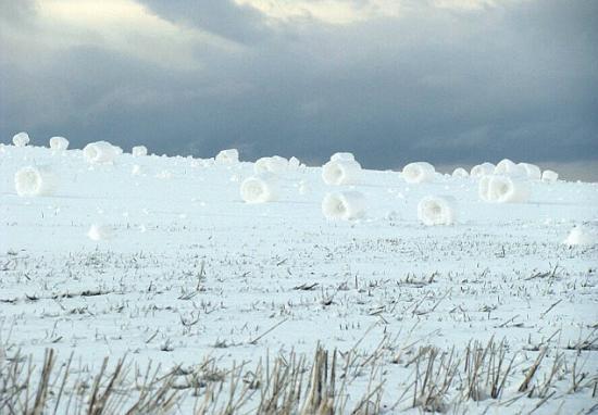 自然界罕見的雪卷奇景