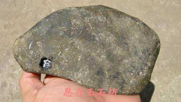 869g莫彎機翡翠緬甸玉原石全扒皮-002.jpg