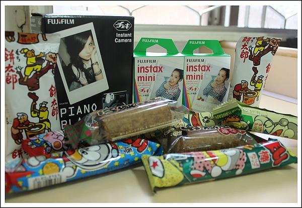 好心的賣家還送我那麼多日本的零食^^