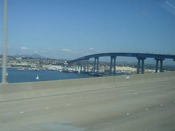 柯羅納多大橋2
