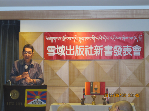 Prof_Huang-Mo-speaking-during-the-book-luanch-function
