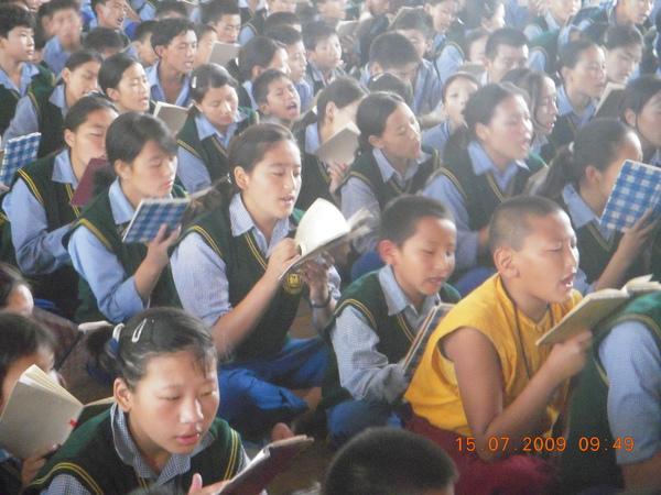 西藏兒童村學校學生早晚課誦