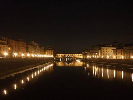 夜晚的舊橋