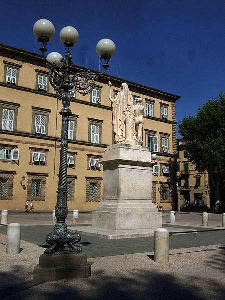 有雕像的廣場