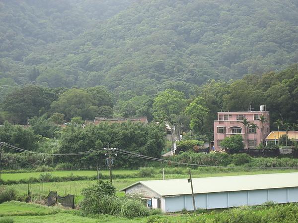遠眺梅鶴山莊