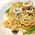 橄欖油清炒香蒜海鮮義大利麵