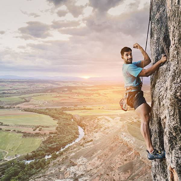 climber-on-wall-with-landscape_23-2147665029.jpg