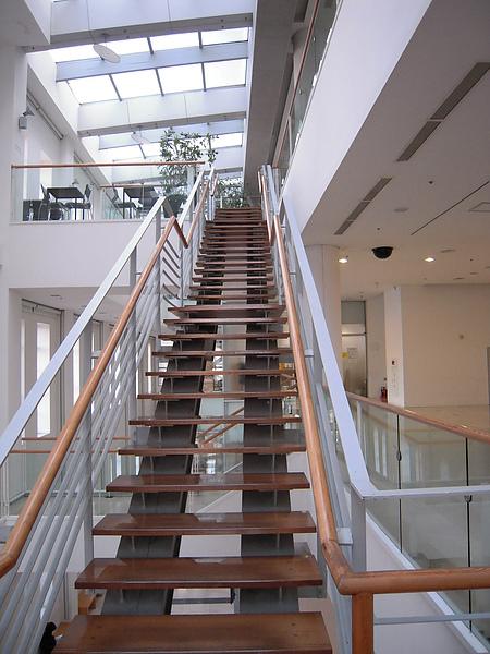 美術館連樓梯都很美術