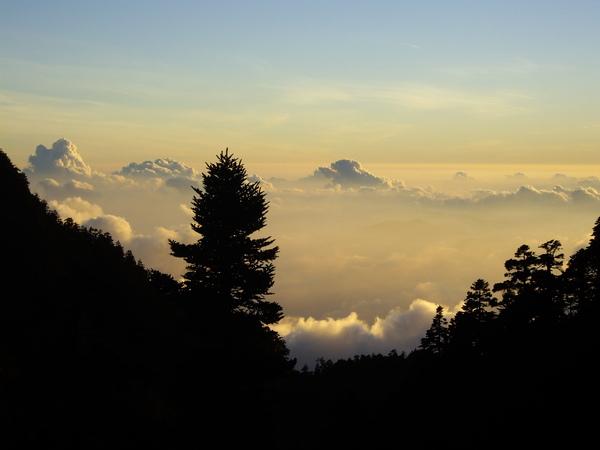 好像假的落日雲海.JPG