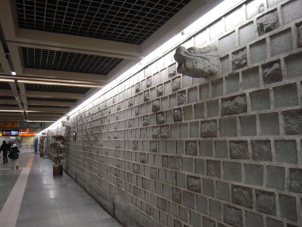 景福宮站的石牆