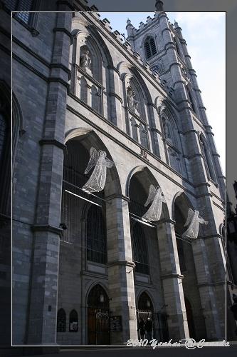 MONTREAL-舊城區聖母院側邊~