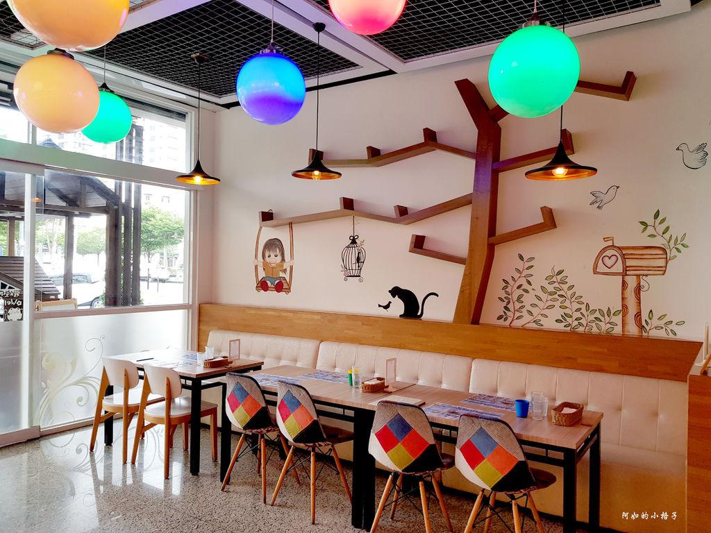 一樓用餐區 (2).jpg