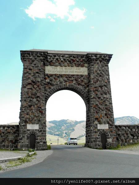 Gardiner 黃石石座拱門