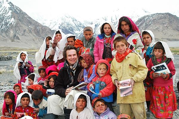 GM Afghan students Wakhan 2006[1].jpg