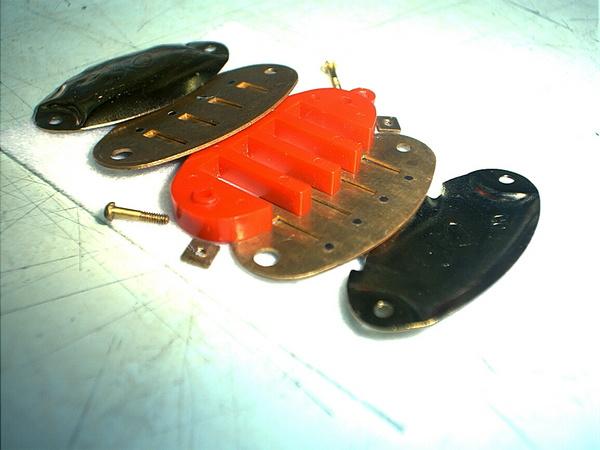 魚型項鍊口琴拆開狀-05