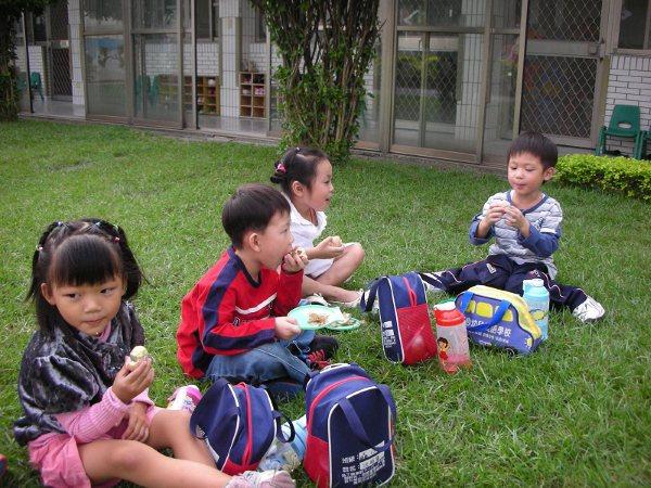 校園區內野餐.jpg