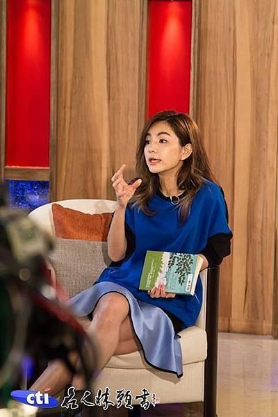 ELLA最近看的書是《深山裡的奇蹟雞蛋拌飯店----小光的蛋》@本週五6/12中天電視「名人牀頭書」