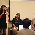 理事長為大家說明《311-生生長流》拍攝背景,以及在東京女性影展全球首映的情形