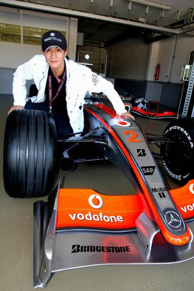 何潤東VS F1賽車1