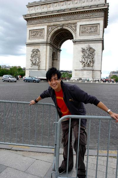 何潤東巴黎凱旋門1