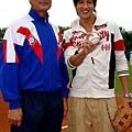 何潤東與王建民的老師高英傑練球