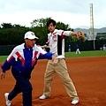 何潤東與王建民的老師高英傑練球4
