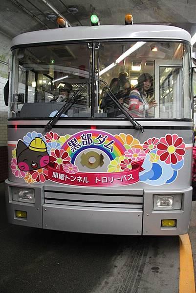 32關電隧道山路巴士1.JPG