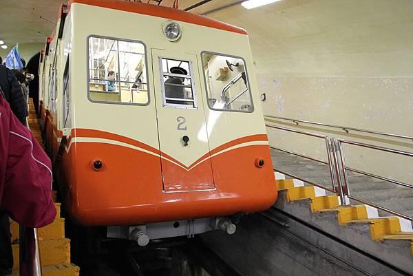 38黑部隧道電纜車2.JPG