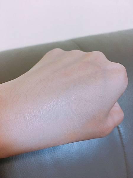 露得清水活保濕膠囊特潤精華-13.jpg