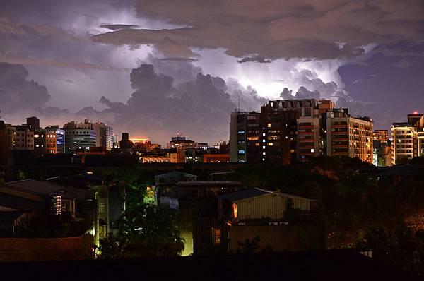 臺北連續打雷