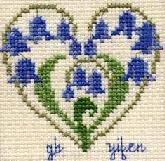 Bluebell Heart. Cross Stitching.com的免費圖,目前該網站已不提供.