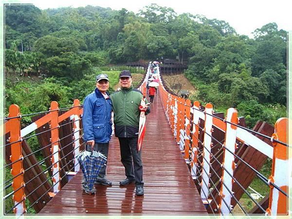 雨天的白石湖吊橋_003