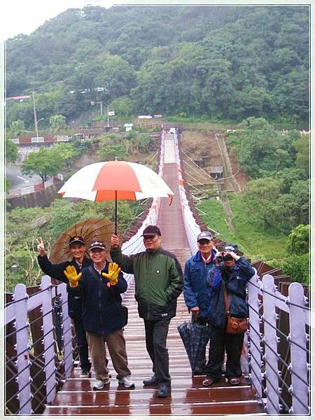 雨天的白石湖吊橋_004