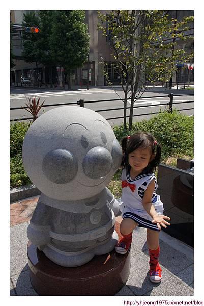 神戶-街頭麵包頭.jpg