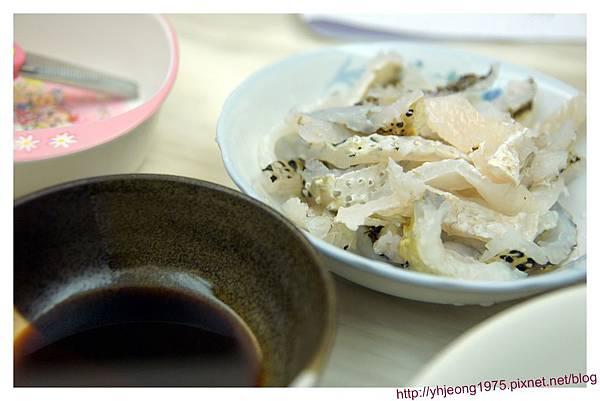 花格海味-河豚皮與沾醬.jpg