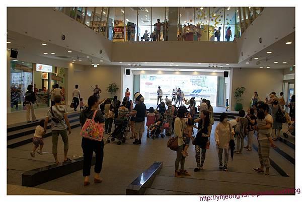 麵包超人商店街-中庭廣場.jpg