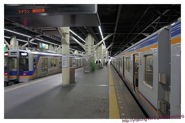 南海電車-月台.jpg