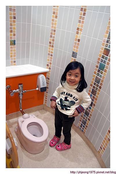 3Y9M-自己上廁所.jpg