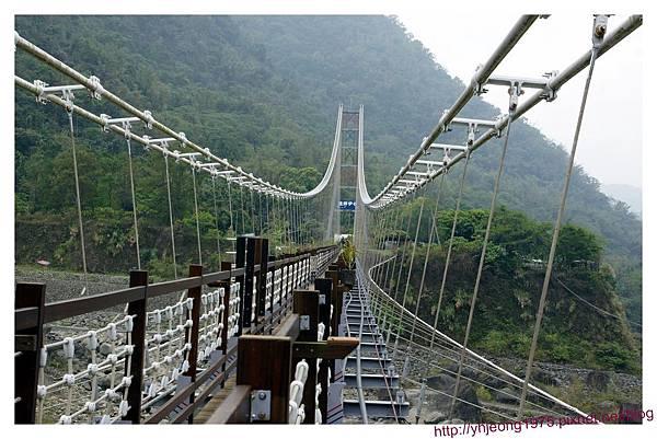 達娜伊谷-吊橋.jpg