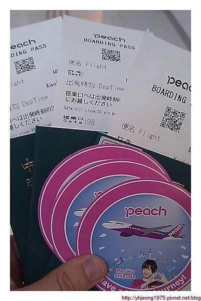 冬遊大阪-護照及樂桃貼紙.jpg