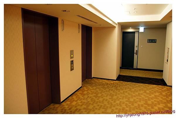 遠景正大-電梯.jpg
